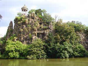 Buttes-Chaumont-parkas-–-angliško-ir-kiniško-stilių-derinys