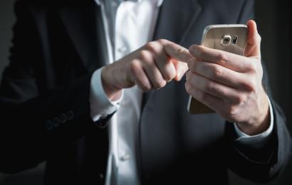 Senas bet kompaktiškas telefonas ar naujas bet didelis? Tinkamiausias kelionėms – koks?