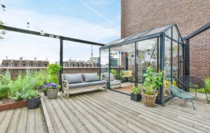 Lauko terasa: geriau medinė ar išklota plytelėmis?